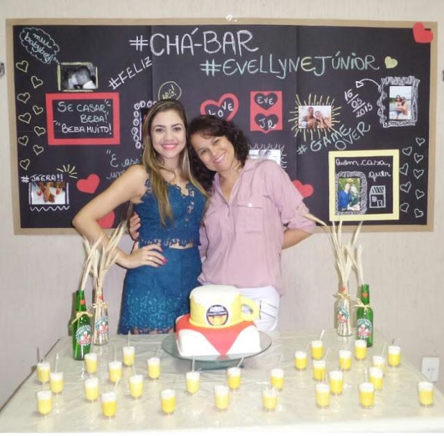 Chá bar evellyn e Junior, tema boteco, muito DIY, incluindo um lindo chalkboard, quadro negro