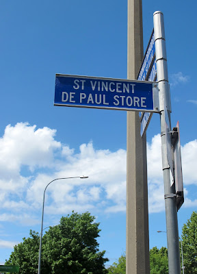 Street sign pointing to the Queanbeyan St Vincent de Paul Store.