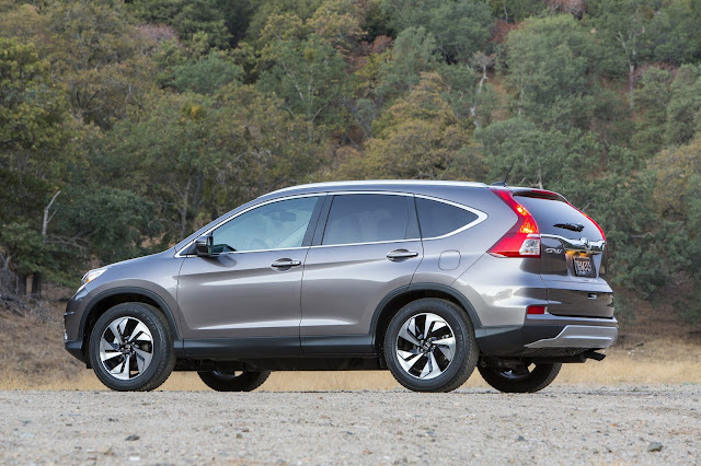 2016 Honda CR-V rear 7/8 view