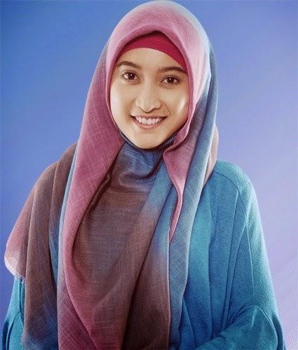 Aktris Meyda Sefira Luncurkan Busana Muslim Syar'i di Tahun 2015