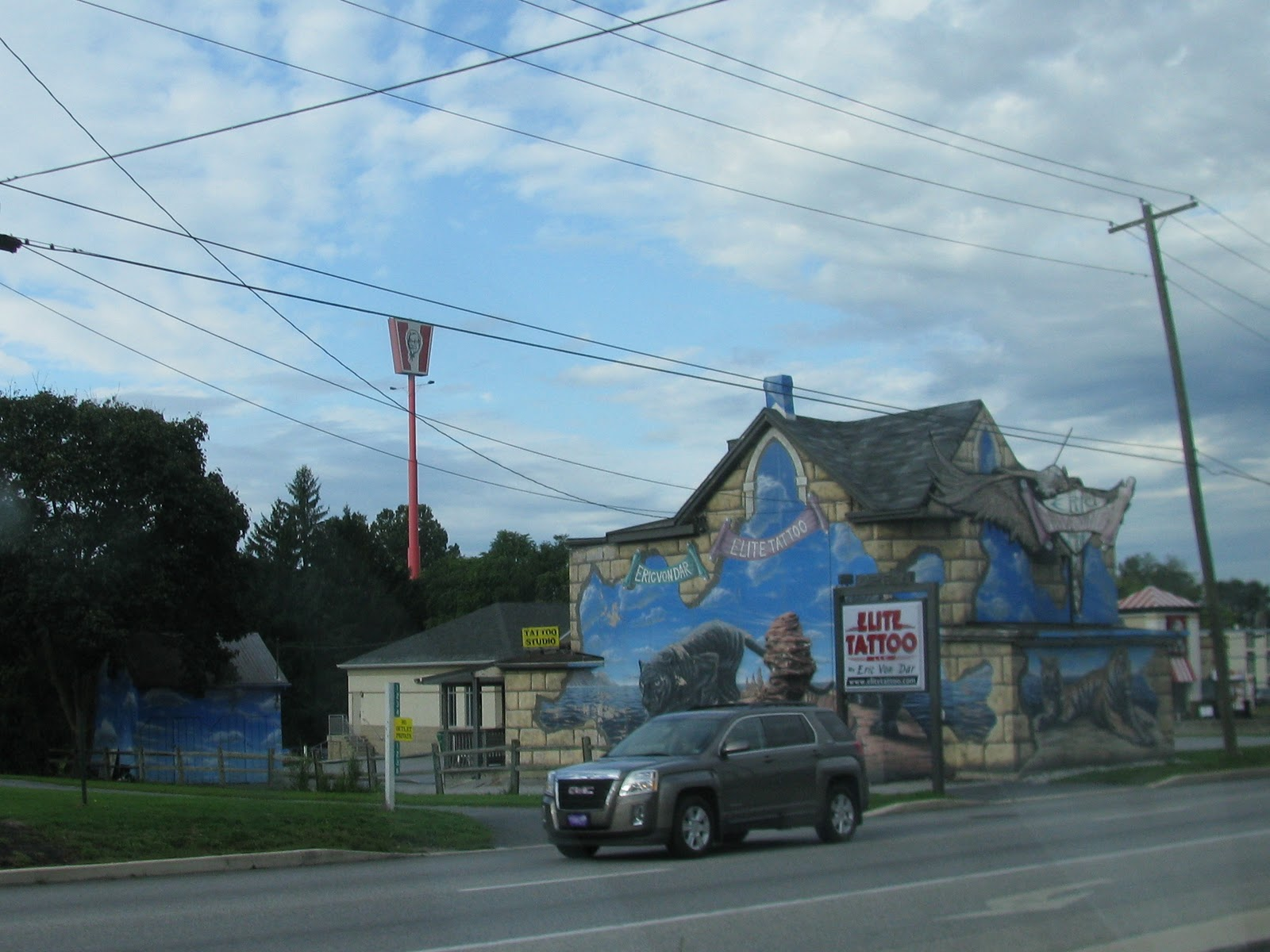 Wheres Liz 2011 The Lincoln Highway Pa Town Car Tattoo Murals On This Building Attracted My Attention Anyone