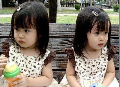 Des Bébé jumeaux asiatique