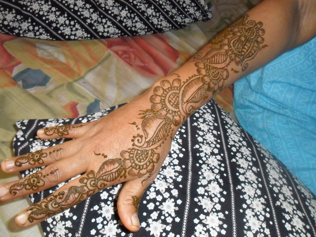 Latest Modern Henna Mehndi Patterns Images Book For Hand Dresses
