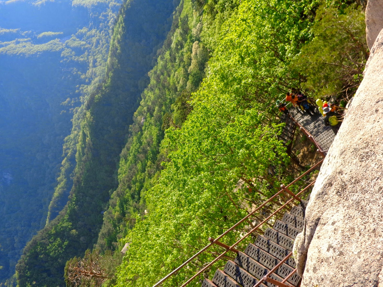 Seoraksan-National-Park-steep-hike