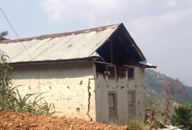 काभ्रेमा धमाधम घर भत्काइँदै