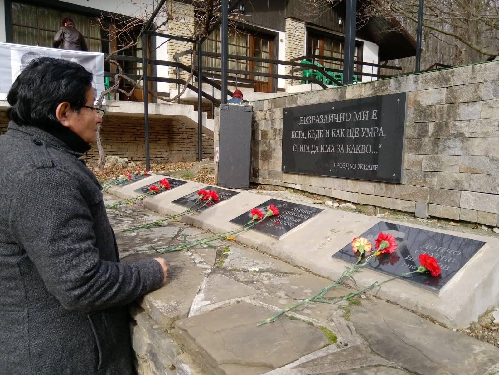 Juan Yupanqui - rinde honor al partisano búlgaro matado por los fascistas