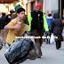 Sedih....Budak Lelaki Ini Di Tinggalkan Dalam Kesjukan Di Tengah Bandaraya New York,Lihat Apa Berlaku Seterusnya