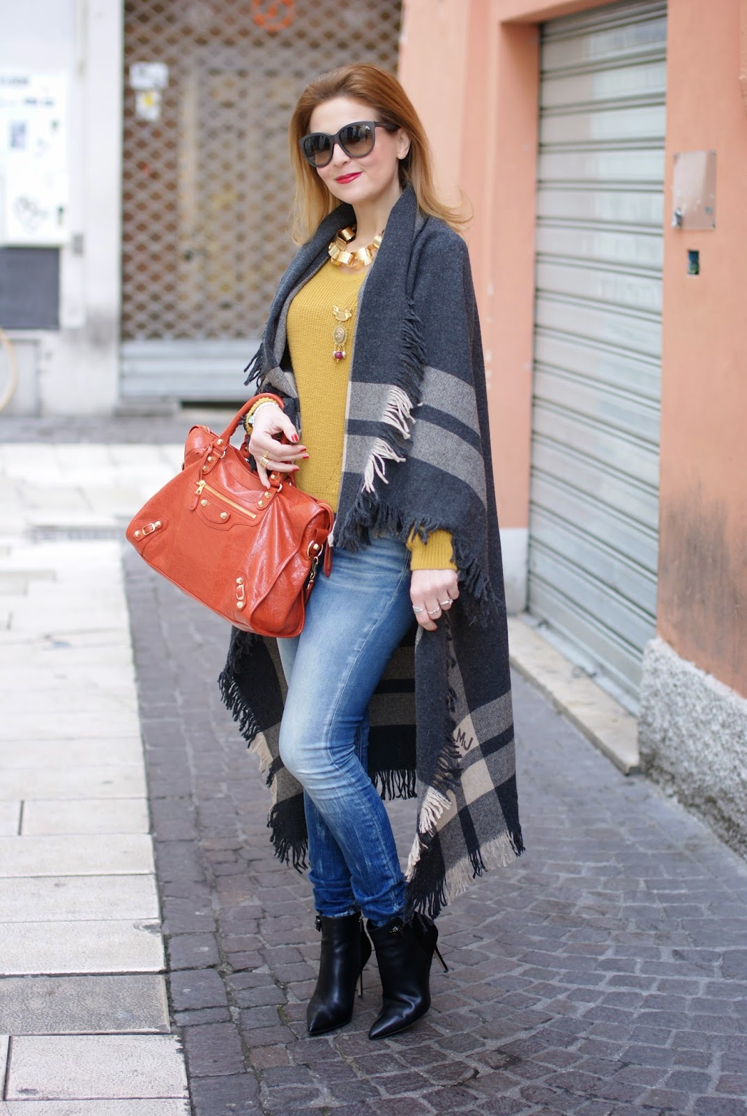 Blanket cape trend with a Marc by Marc Jacobs maxi wrap on Fashion and Cookies fashion blog, fashion blogger italiana
