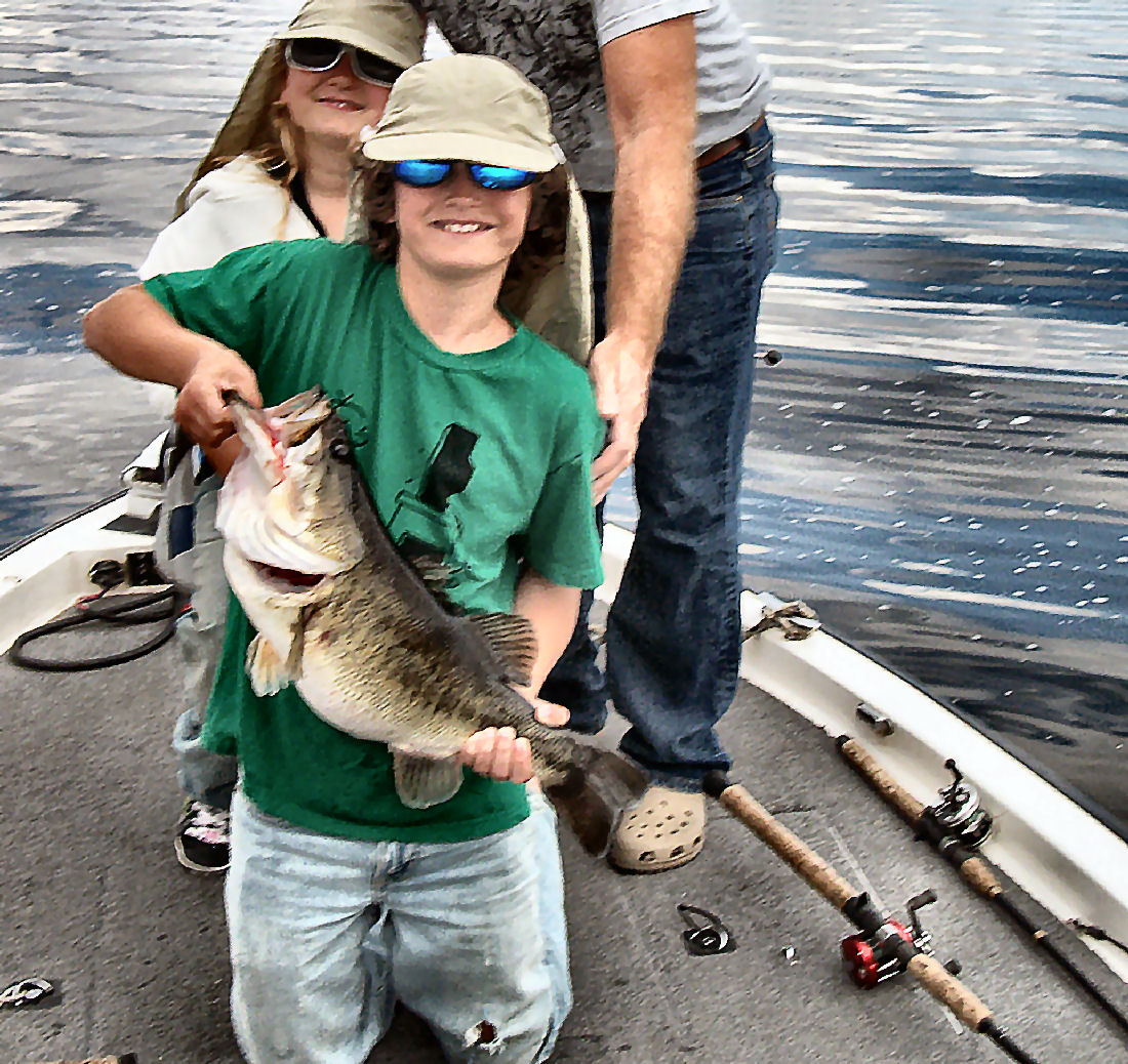 Fishing is hot on lake okeechobee bass fishing with for Lake okeechobee fishing guides
