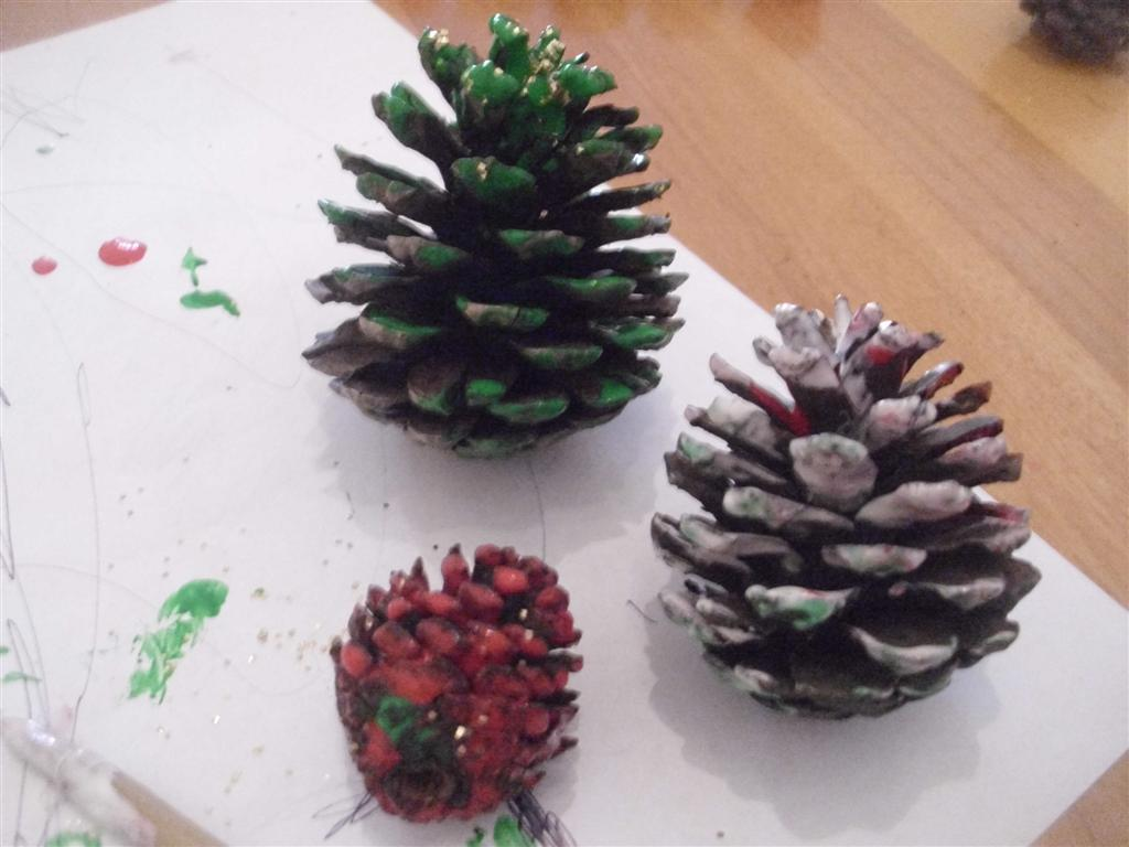 The do it yourself mom christmas holiday preschool crafts for Pine cone christmas tree craft