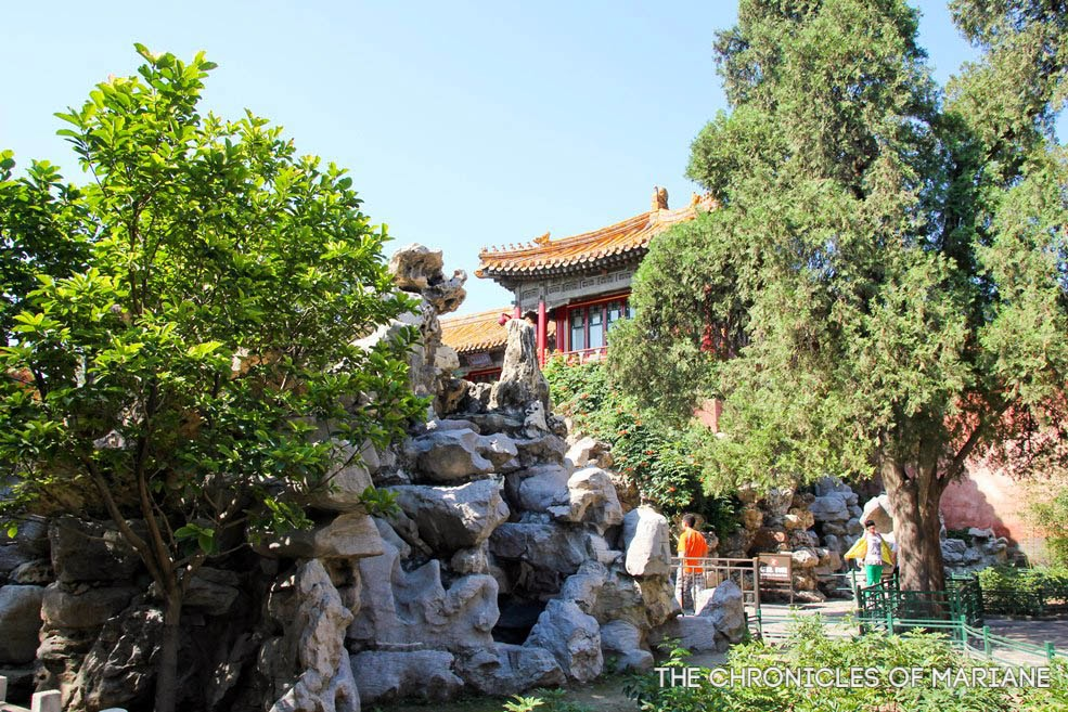 Weekend visit at the crowded Tiananmen and Forbidden City in Beijing ...