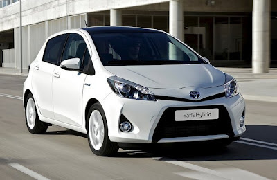 Toyota Yaris Hybrid 2013 photos