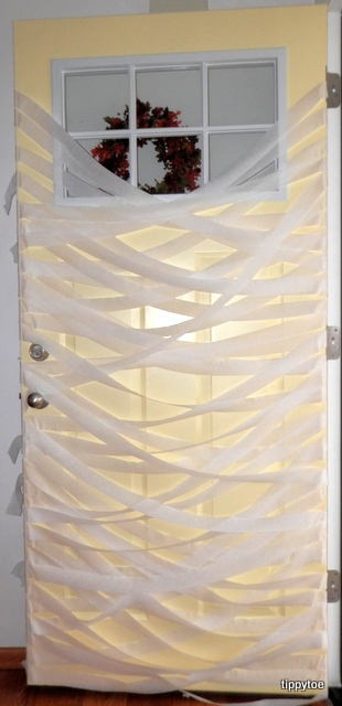 I read about this happening to Sarah\u0027s mummy door on Thrifty Decor Chick but I was hoping because I had a storm door it wouldn\u0027t happen to mine. & Tippytoe Crafts: YAH: Mummy Door and Pumpkin Display