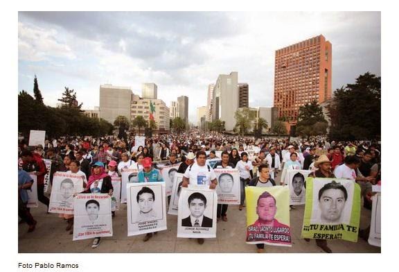 Padres de los 43 estudiantes de Ayotzinapa no se rinden