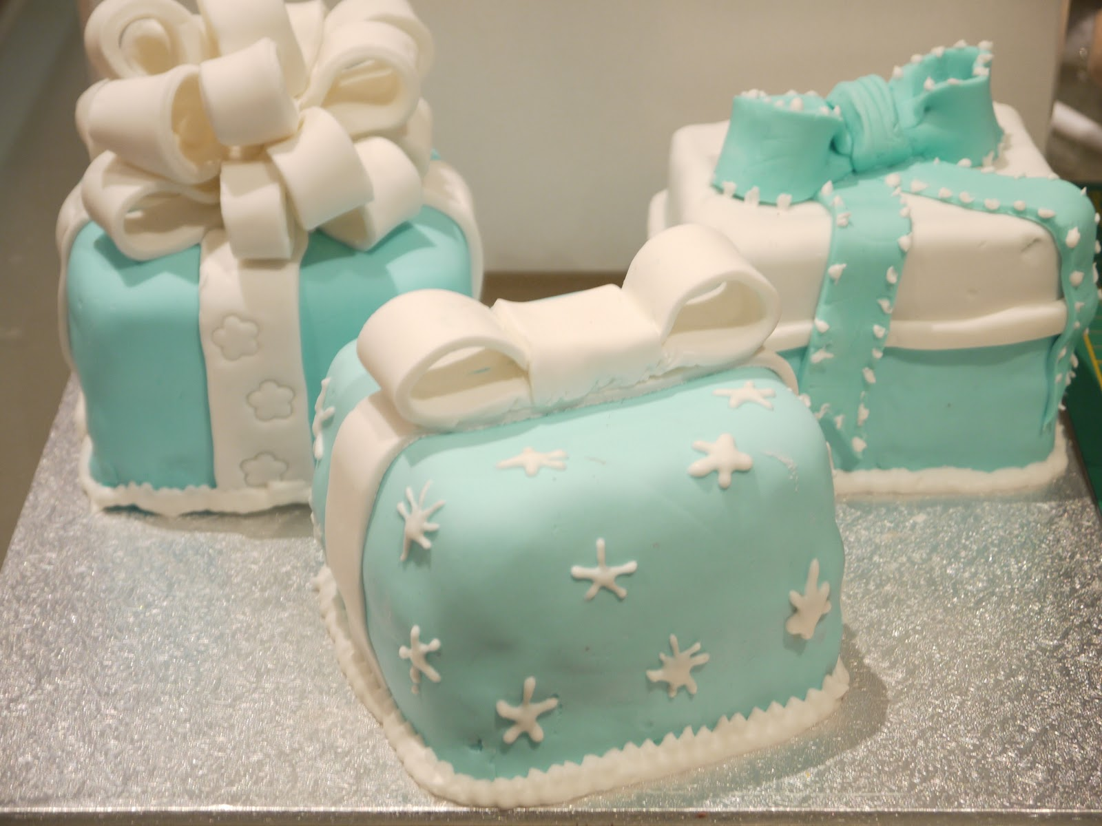 Sugar on top mini tiffany gift box cakes mini tiffany gift box cakes negle Images