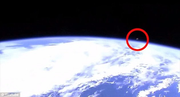 Vídeo mostra objeto não identificado ao redor da Terra