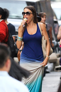SOFIA VERGARA licking vanilla ice cream