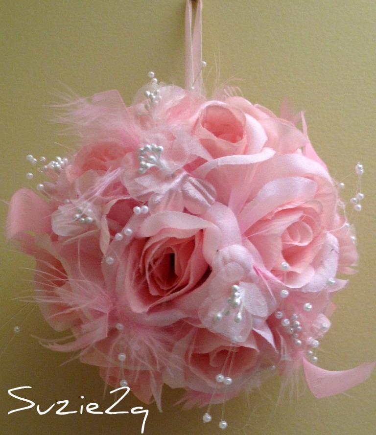 Bride in Bloom: Pomander floral kissing ball