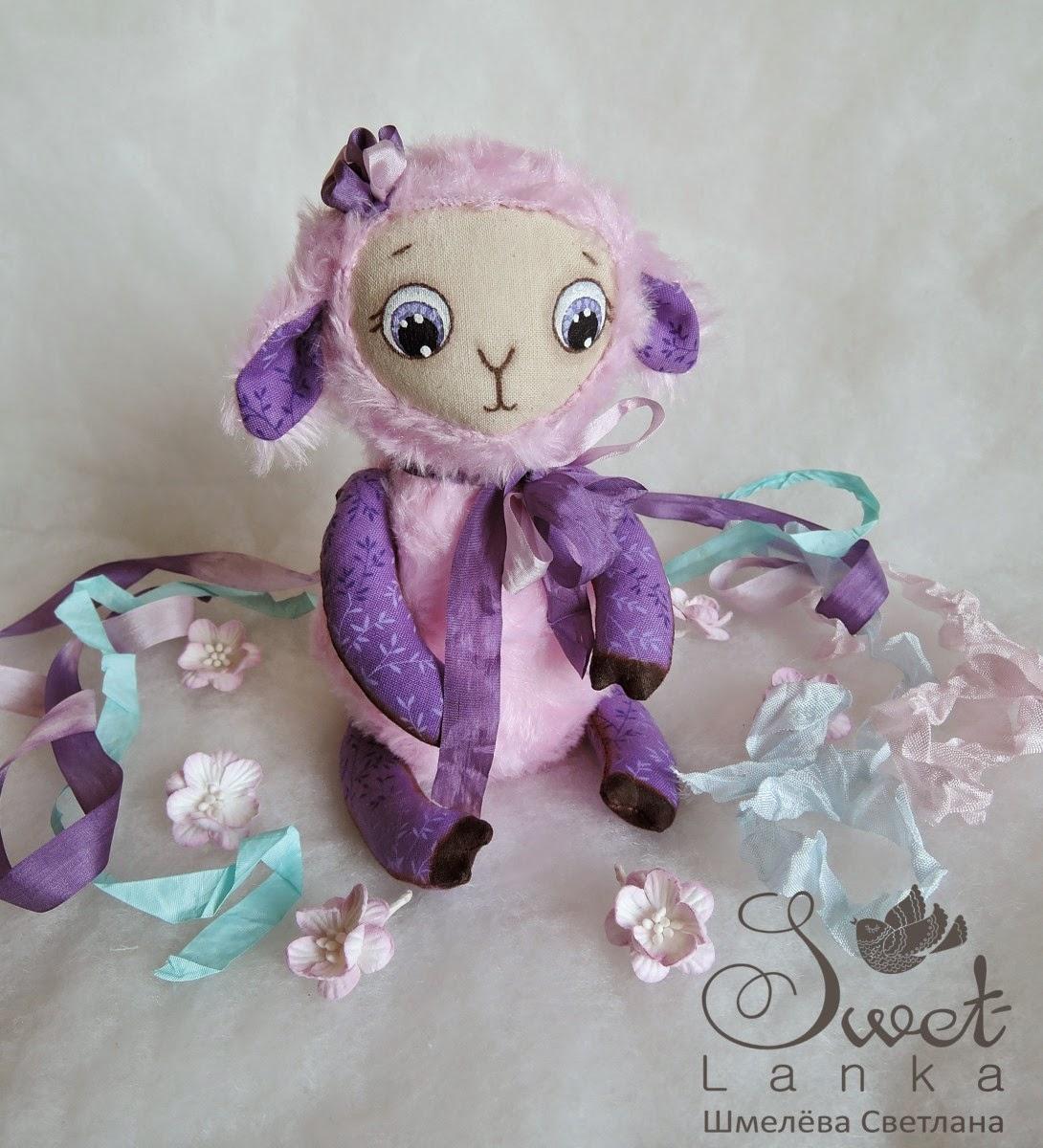 маленькая игрушка овечка