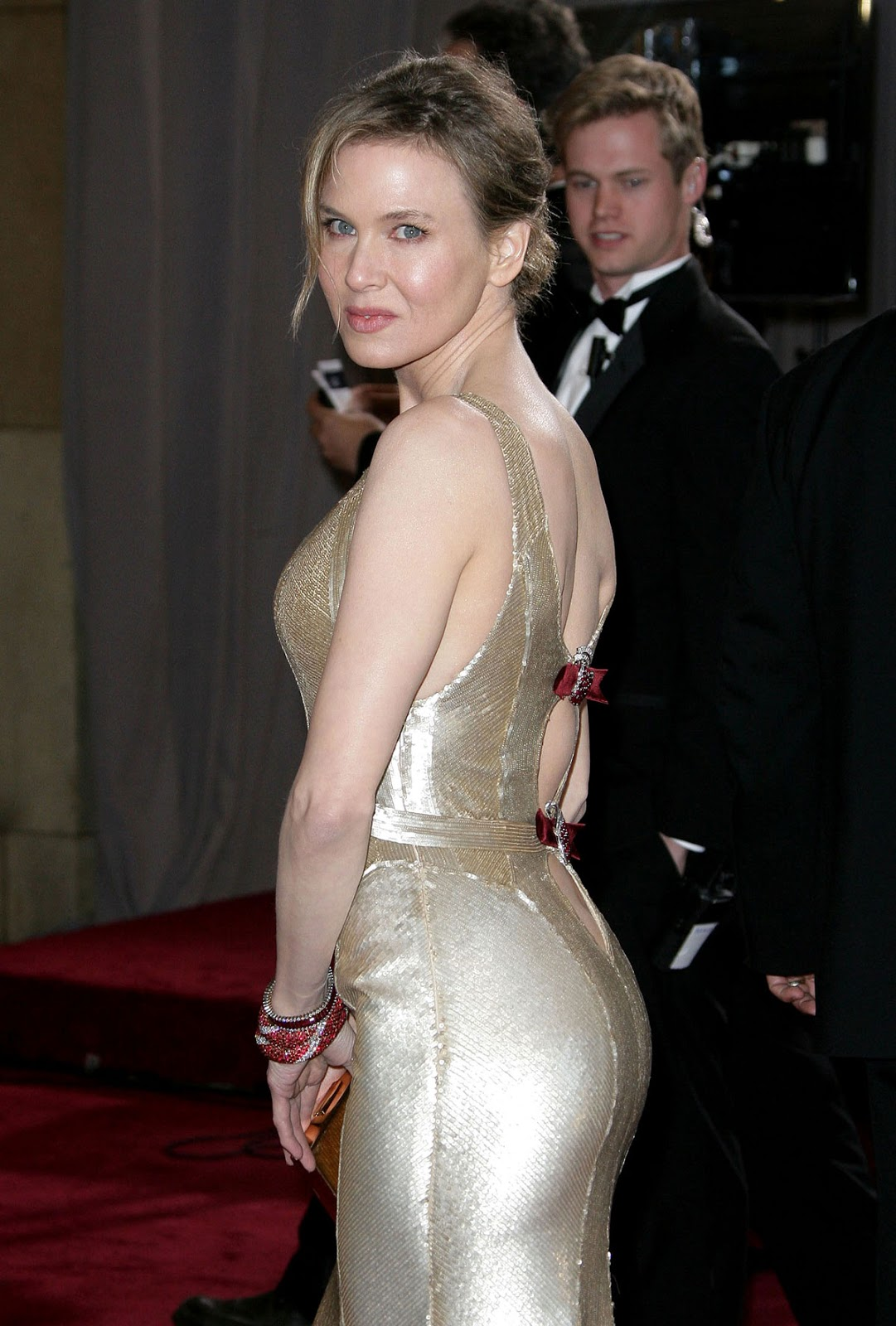 http://1.bp.blogspot.com/-KeaJ4cf-7Bo/USuGn6h1W0I/AAAAAAAAEGg/stNU7V0rXfg/s1600/RENEE-ZELLWEGER-at-85th-Annual-Academy-Awards-at-the-Dolby-Theatre-in-Hollywood-5.jpg