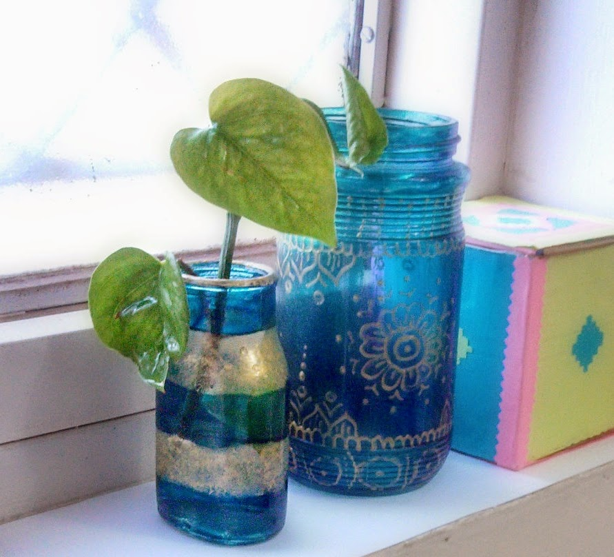 http://creativekhadija.com/2015/03/small-planter-pot-glasspainting/