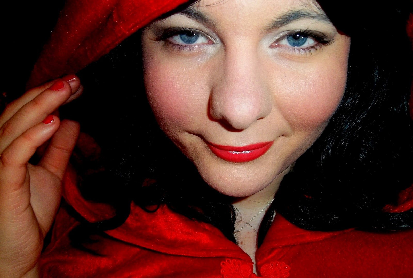 TUTORIAL - Little Red Riding Hood MakeupEvil Little Red Riding Hood Makeup