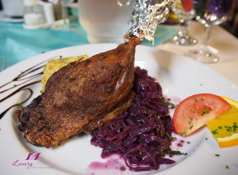 hungarian folk show dinner crispy duck