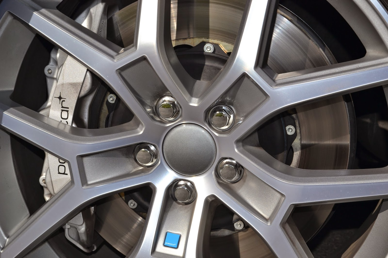 Volvo V60 Polestars big Brembo brakes