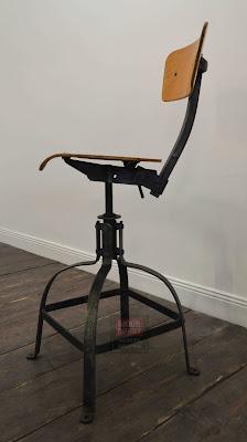 Chaise industrielle Bienaise