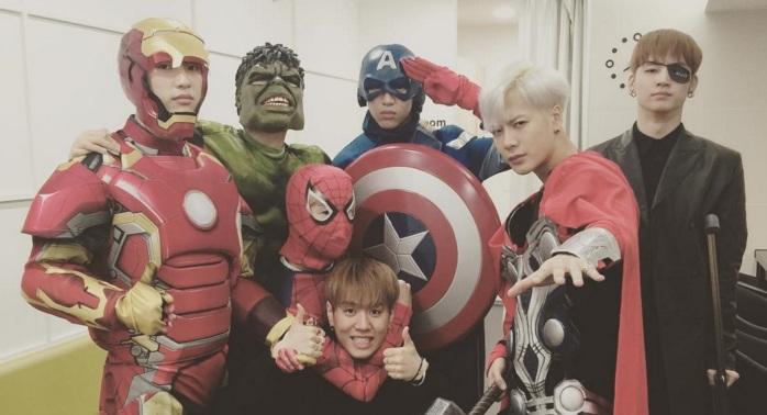 "Los miembros de GOT7 se disfrazan de súper héroes de Marvel para ir a ""Music Bank"""