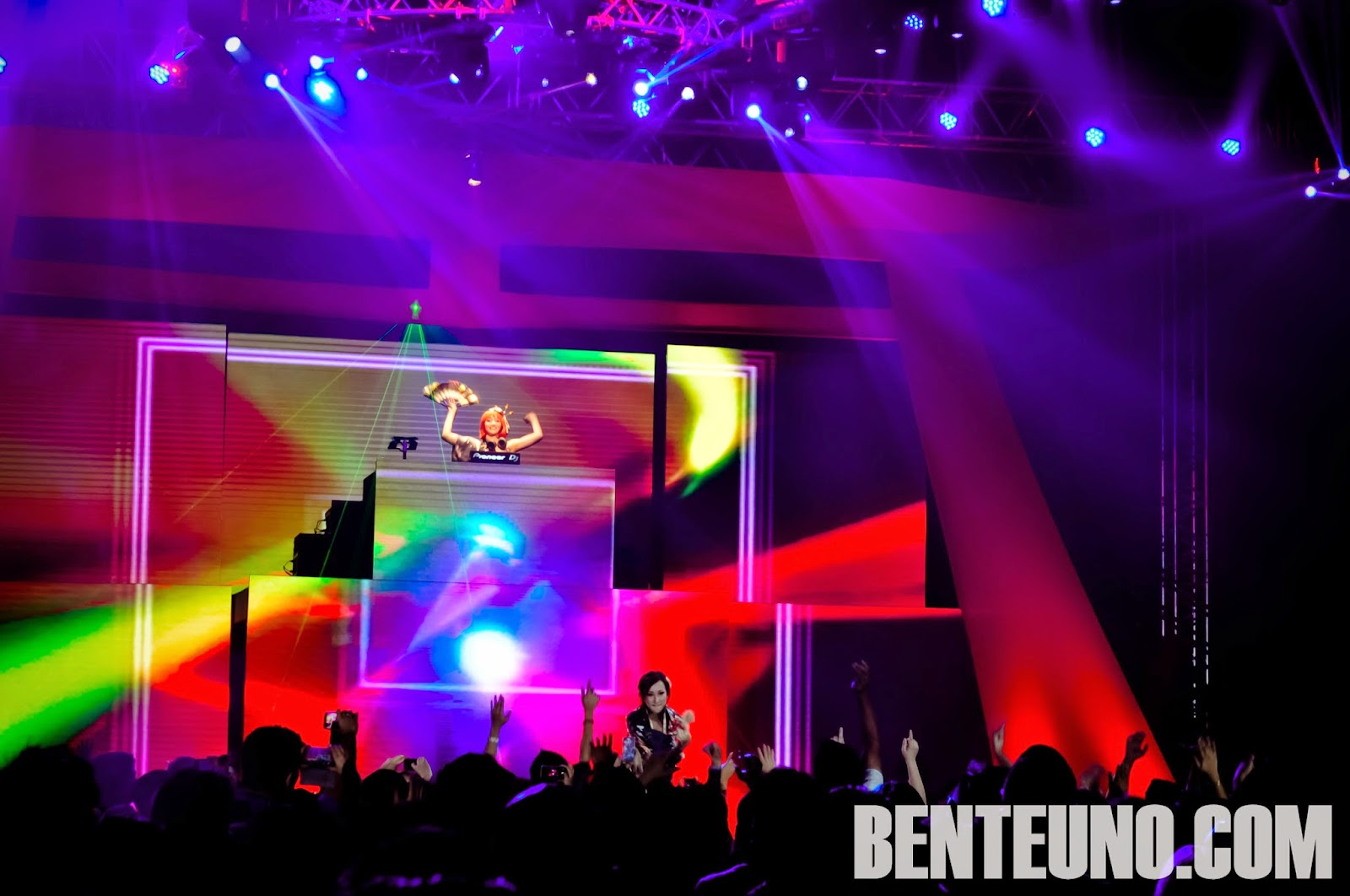 DJ Ayumi and DJ Tsubee in Tokyo EDM Invasion