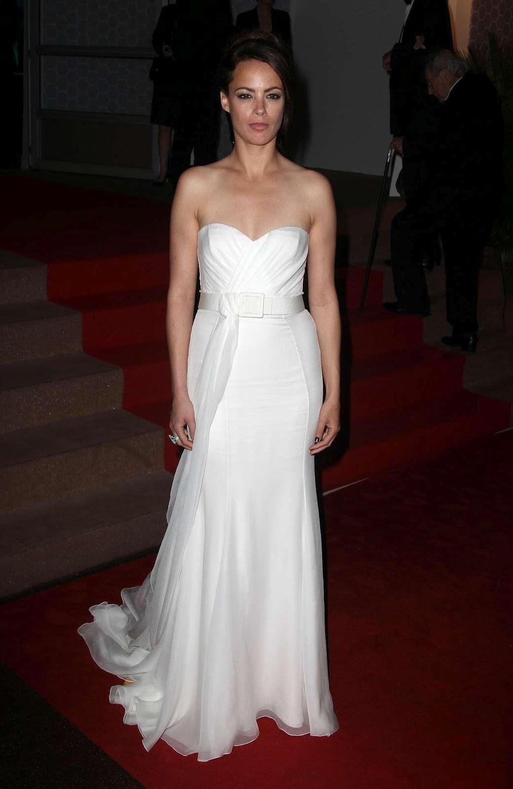 LifestyleBay: berenice bejo hot photos in white dress