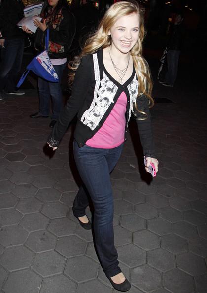 sierra mccormick piernas jeans pararazzi americanistadechiapas 2013 blog ximis.blogspot.com sonrisa smile coqueta rubia blondie sexy chica hot