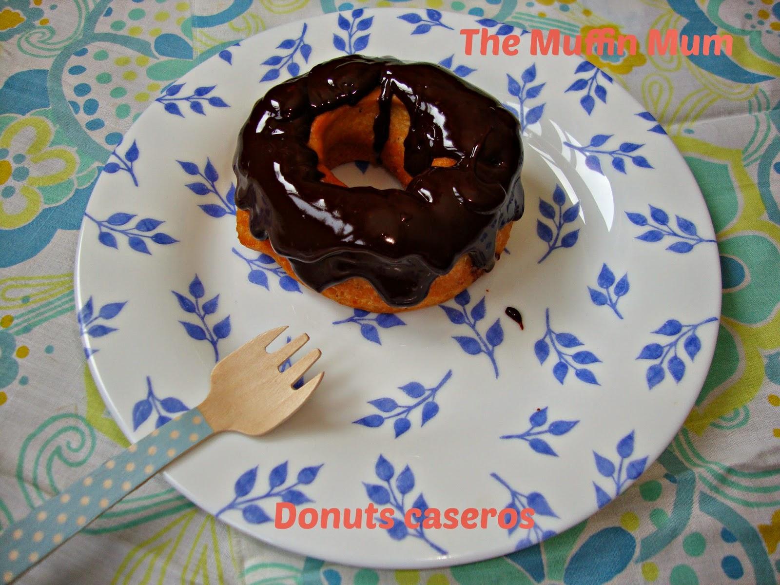 Donuts caseros cubiertos de chocolate