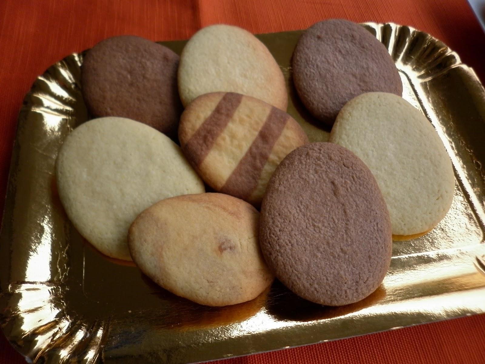 biscotti  a forma di ovetto di pasqua