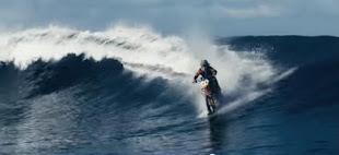 La moto surfeadora de Robbie Maddison (Vea el video aquí )