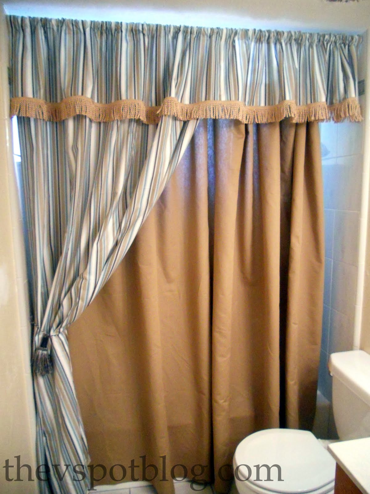 How to make a No-Sew Shower Curtain (aka I have a close, personal