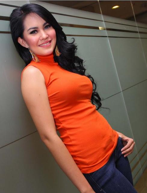 foto Kartika putri seksi dan hot di fesbuker 2012