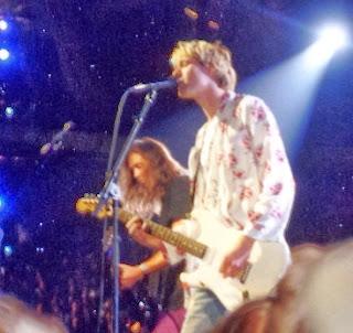Kurt Cobain con su Fender Stratocaster