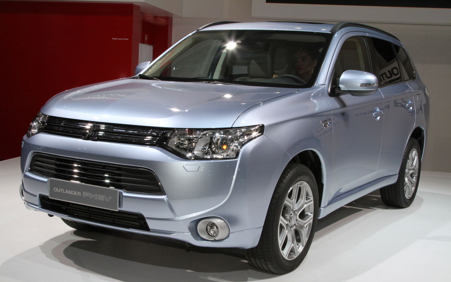 mitsubishi outlander phev new cars reviews. Black Bedroom Furniture Sets. Home Design Ideas