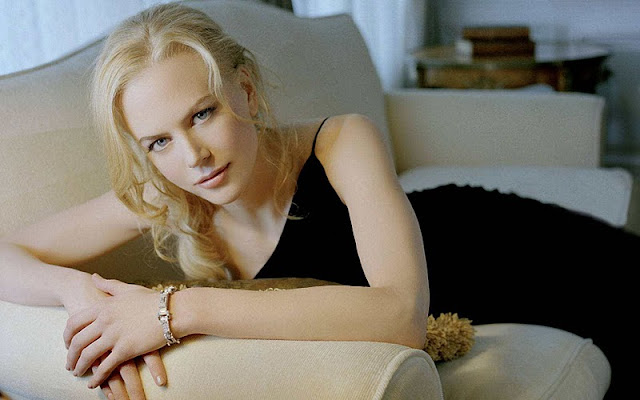 Nicole Kidman sexy in black dress