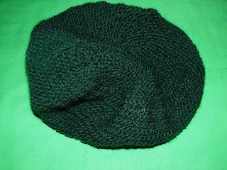 bereta iarna 2012 verde inchis handmade tricotata manual
