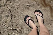 Med fötter i sanden