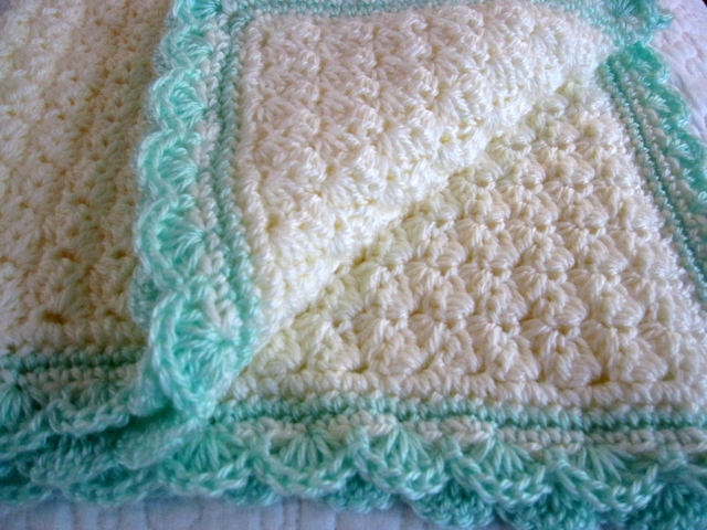 Free Baby Afghan Crochet Patterns : Modern Grace Design: Baby Blanket :: Free Pattern