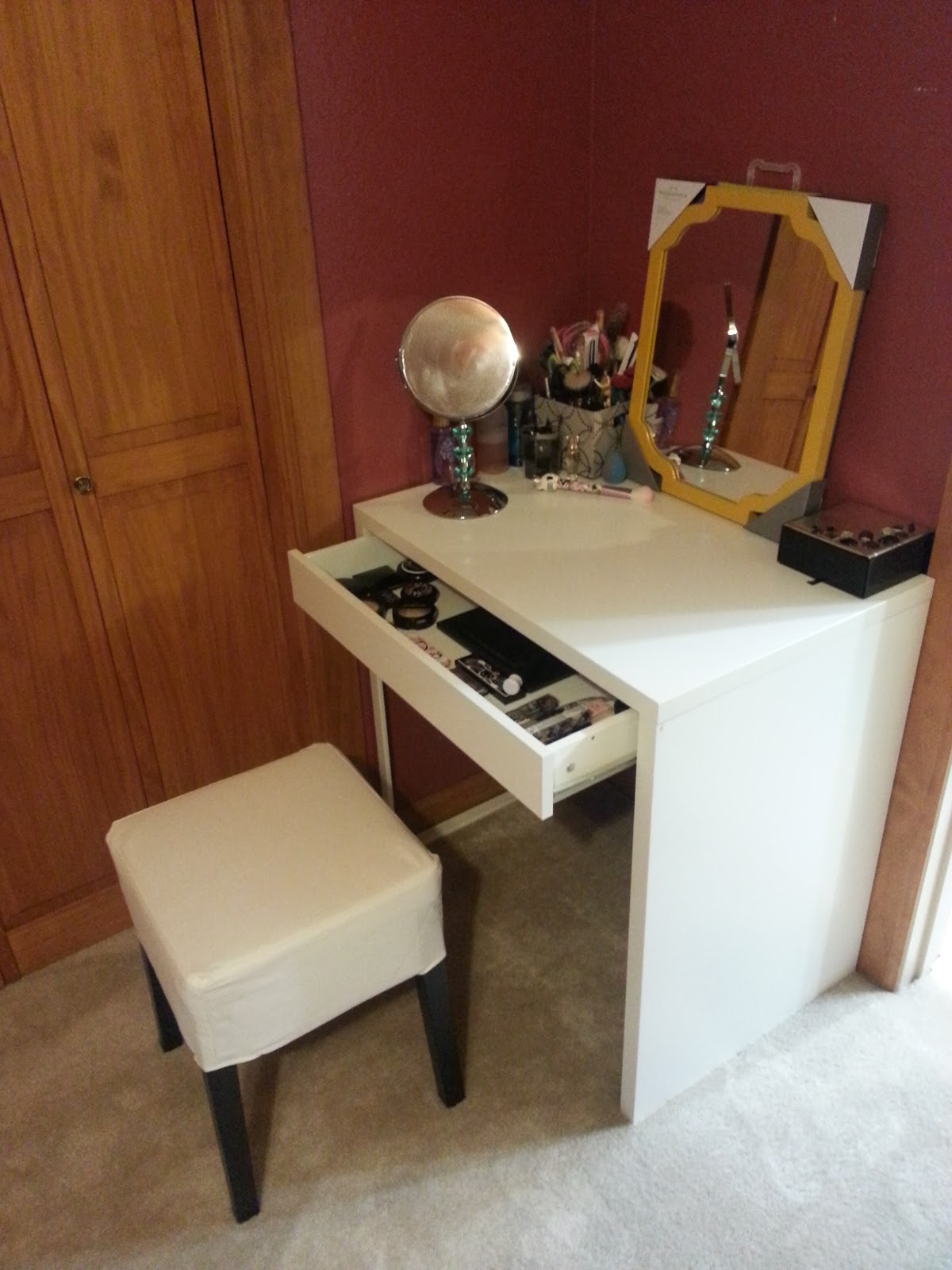 1000 images about ikea micke vanity on pinterest micke for Bedroom vanity ikea