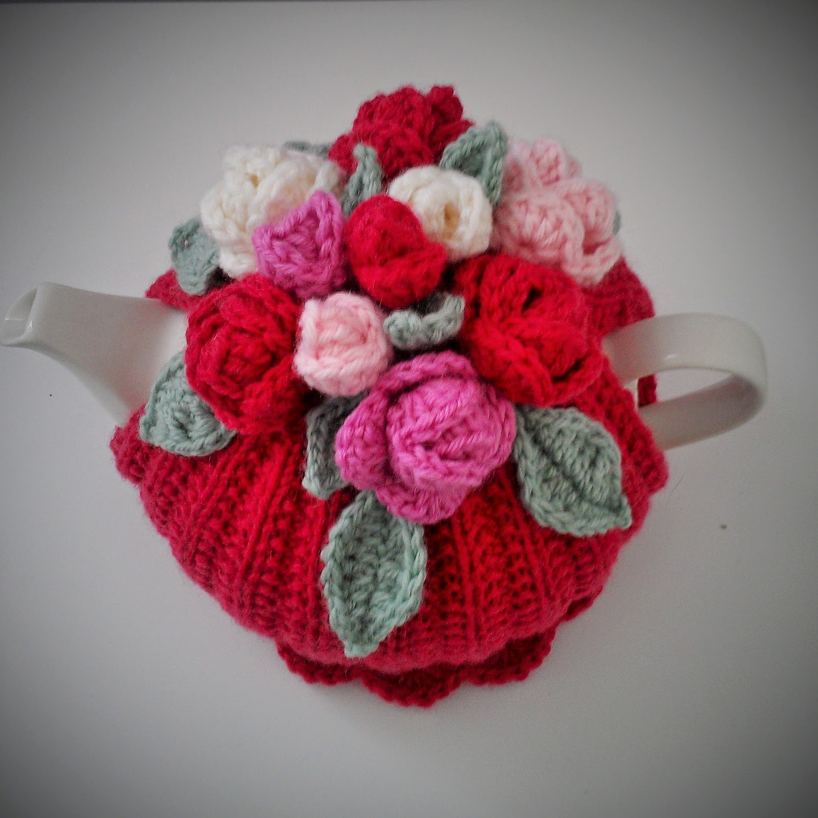 Knitting Pattern For Yoda Tea Cosy : Craft a cure for cancer free tea cosy patterns: Rose tea cosy