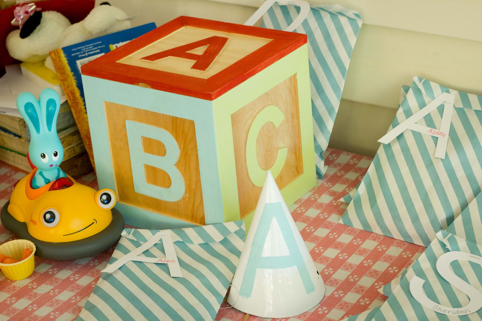 A is for alec abc 1st birthday my insanity for Alphabet blocks cake decoration