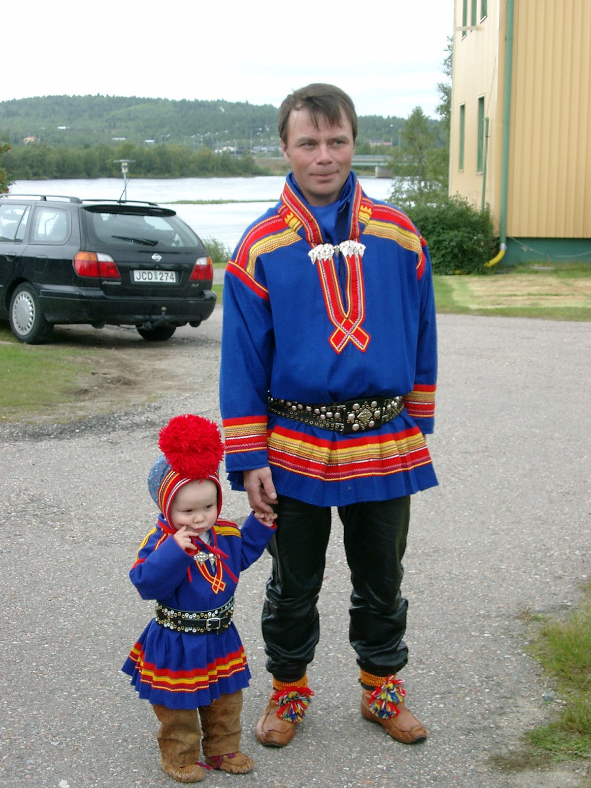 karesuando women Emilie demant hatt (sometimes emilie and from karesuando to tromsdalen demant was the first woman to have lived so closely with the sámi.
