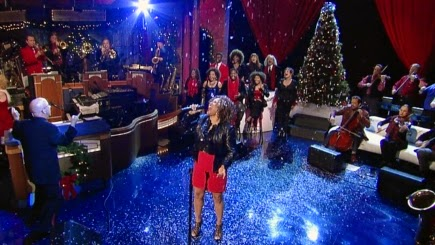 "Darlene Love sings ""Christmas (Baby Please Come Home)"" with Paul Shaffer and the CBS Orchestra on The Late Show with David Letterman"