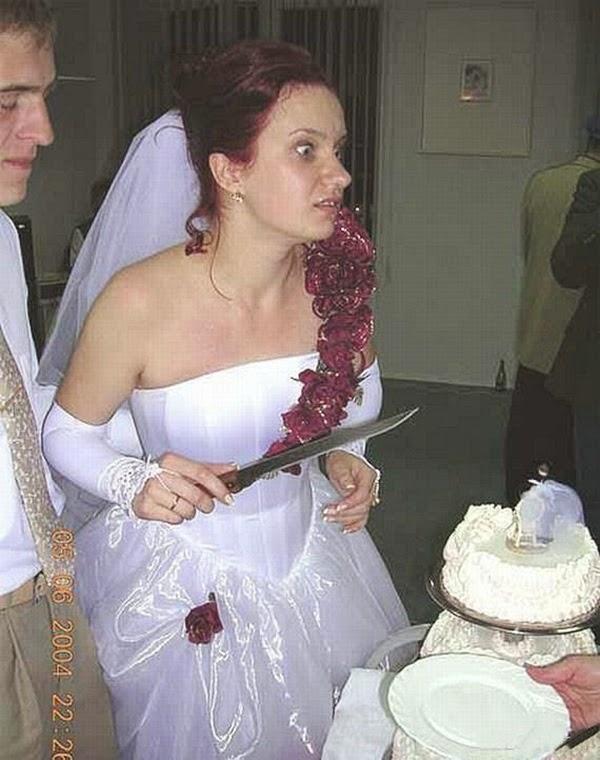 أطرف صور العروسين في حفلات الزفاف  Funny-wedding-photos-16